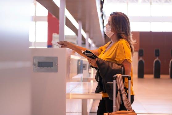 Wienerin Lili F. musste 80 Euro extra zahlen, weil sie nicht online eingecheckt hat.