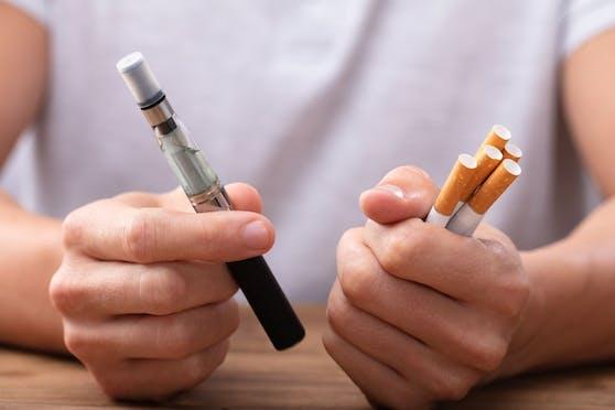 Die E-Zigarette ist für viele Junge der Einstieg zum Rauchen.