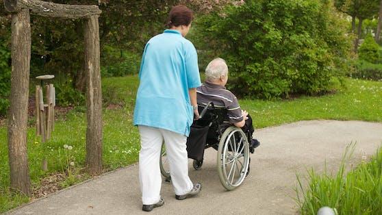 Vor allem im Pflegebereich kann sich kaum eine Frau vorstellen den Job bis zur Pension auszuüben