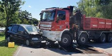 Pkw krachte in Ebreichsdorf gegen Feuerwehrauto