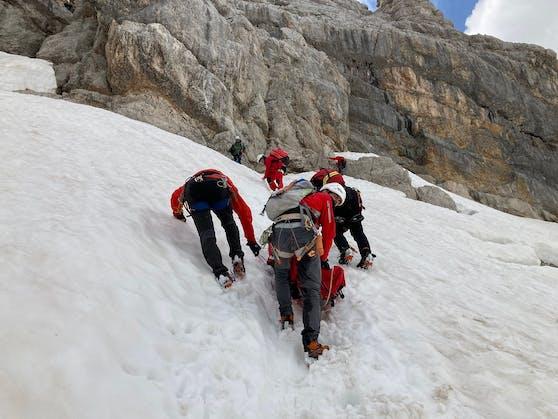 Die Bergrettung holte die verletzte Frau vom Dachstein ins Tal.