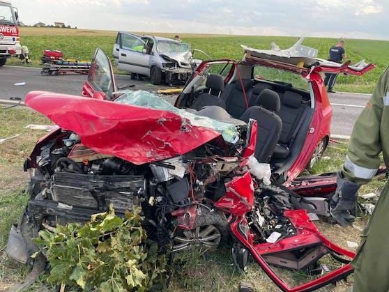 Tödlicher Verkehrsunfall bei Gramatneusiedl: Einsatzkräfte am Unfallort