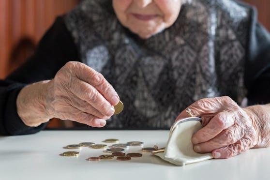 Viele Pensionistinnen müssen jeden Cent umdrehen.