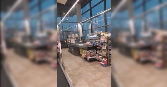 Dieser Supermarkt stand Mittwoch unter Wasser.
