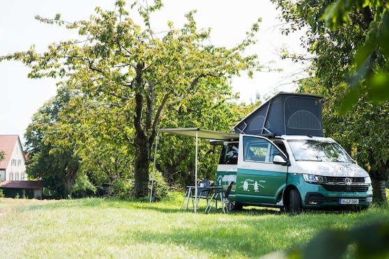 Hinterland.camp und VW Nutzfahrzeuge zähmen das Wildcampen.