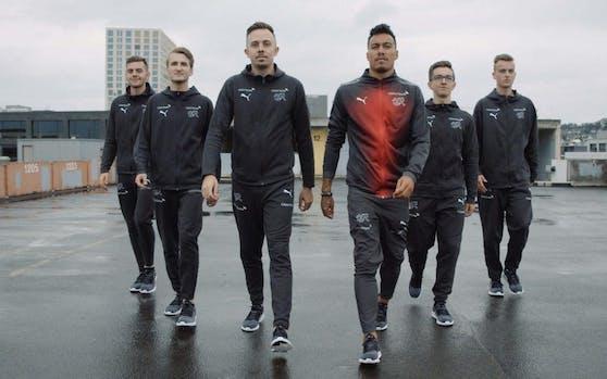 Tomas Temperli (vorne rechts) und die eNationalmannschaft.