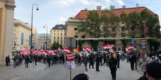 """Im Oktober konnten """"Die Österreicher"""" mit einer kurzen Behinderung durch das Burgviertel ziehen"""