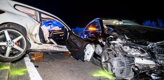 Drei zerstörte Fahrzeuge, vier Verletzte, so die Bilanz eines schweren Crashs Donnerstagabend in Sierning (Bez. Steyr-Land).