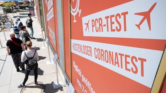 Aktuelle AGES-Zahlen belegen, dass etwa ein Drittel aller Corona-Fälle der vergangenen Woche mit einer Auslandsreise in Verbindung gebracht werden.