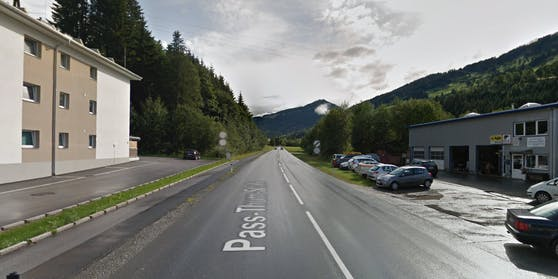 Am Parkplatz links im Bild wurde der 22-Jährige schwer verletzt