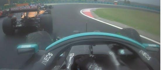 Valterri Bottas fährt auf Lando Norris auf, schrottet seinen Mercedes.