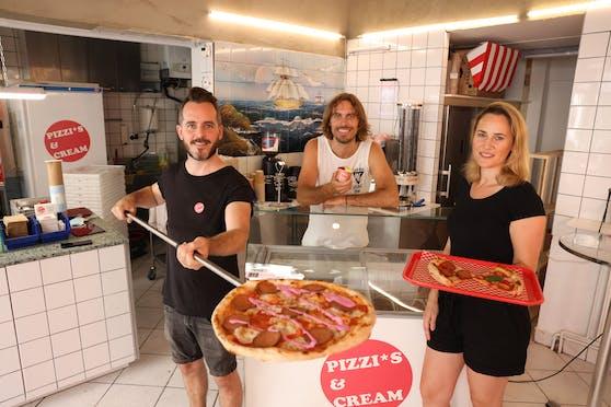 """Für die vollwertig vegane Pizzeria """"Pizzis & Cream"""" (Wien-Neubau) haben sich die Gründer von Superfood-Deli Filip (links) und Peter (Mitte) mit Halbitalienerin Anna (rechts) verbündet."""