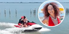 Hier fetzt Mausi Lugner  mit 40.000-€-Ferrari übers Meer