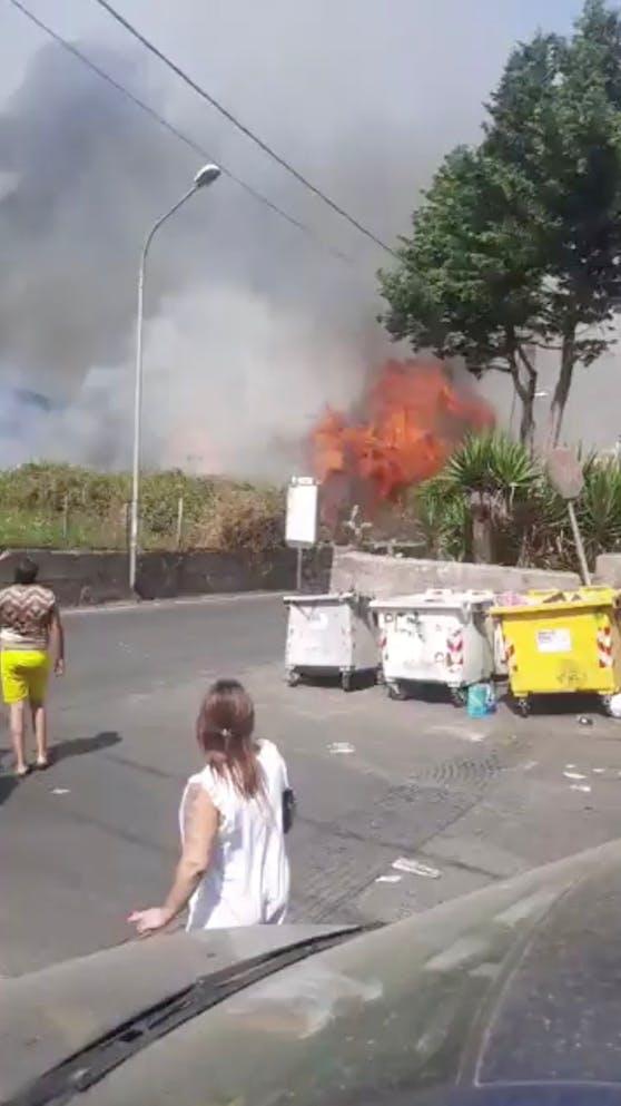 Auf Sizilien wurde mehr als ein Dutzend Brände vom heißen Wind noch zusätzlich angefacht.
