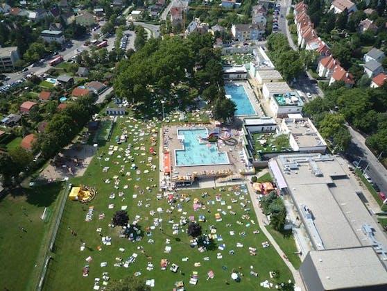 Im Ottakringer Bad können fünf neue Sportplätze für Beachsoccer, Beachvolleyball und Fußball auch außerhalb der Badesaison genutzt werden.