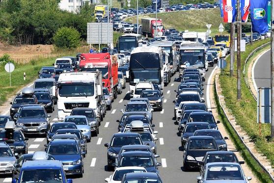 Die einen wollen hin, die anderen wieder weg: Kroatien-Reisende werden von extremen Staus geplagt.
