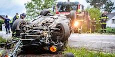 21-Jähriger rast Polizei davon, schrottet dann Mercedes