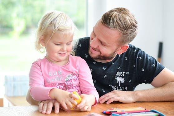 Das Modell soll für Väter ein Anreiz sein, die Arbeitszeit zu reduzieren.