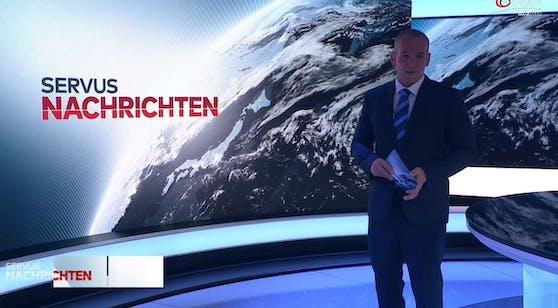 Plötzlich wird es im ServusTV-Studio finster - ModeratorRafael Kotschy lässt sich nur kurz aus der Ruhe bringen.