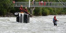 Minibus stürzt wegen Fehler des Lenkers in Fluss