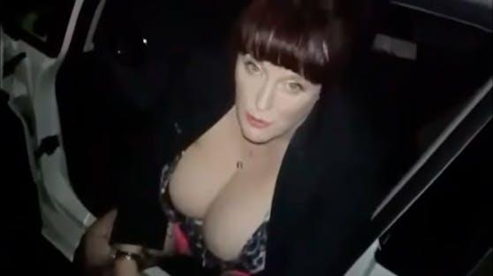 Carla Gabberlover ist in Irland als Femme fatal bekannt. Ihr bevorzugtes Ziel: Uniformierte