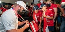 Fans feiern Bronze-Held Weißhaidinger am Flughafen Wien