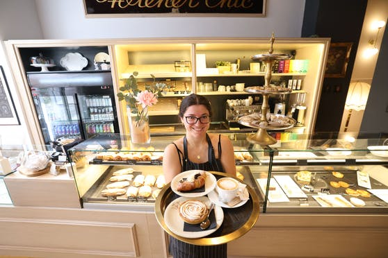 """Nina Andabak und ihr Ehemann Luka haben die ehemalige Handschuhmanufaktur """"Wiener Chic"""" (Wien-Margareten) in eine Pariser Bäckerei für Naschkatzen verwandelt."""