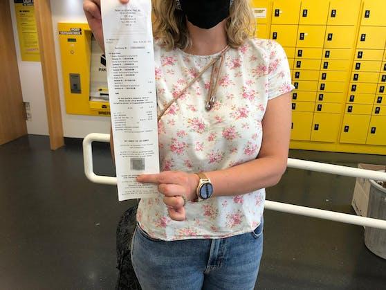 Die Wienerin Janina wartete mehr als ein Monat auf ihr Paket, dann muss sie noch eine Extra-Gebühr zahlen.