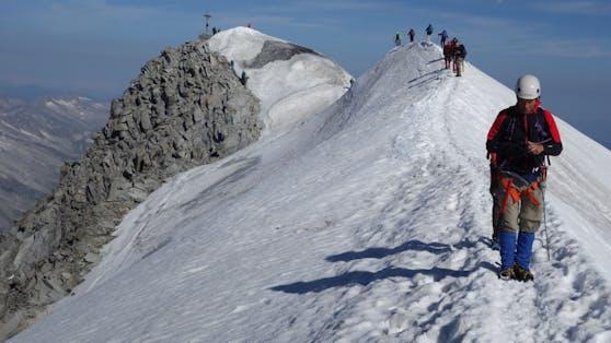"""Der höchste Berg Salzburgs, der Großvenediger (3.657 Meter), hat schon viele Alpinisten in seinen Bann gezogen. Er gilt heute, 175 Jahre nach der Erstbesteigung, als """"Evergreen""""."""