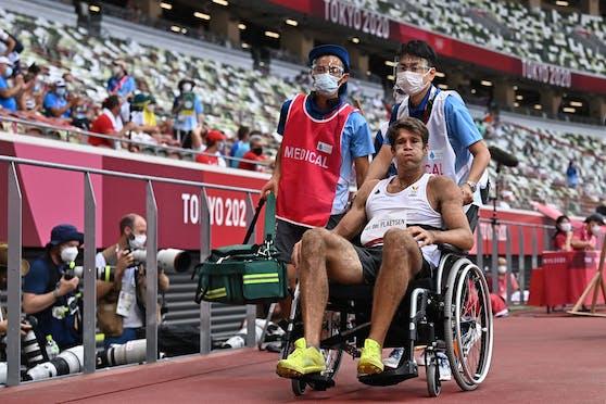 Thomas Van Der Plaetsen musste im Rollstuhl aus dem Stadion gebracht werden.