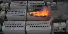 Tesla-Batterie fängt Feuer und brennt drei Tage lang