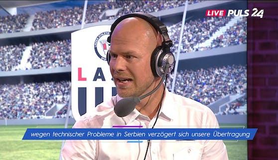 Experte Johnny Ertl spricht, während das Spiel bereits lief.