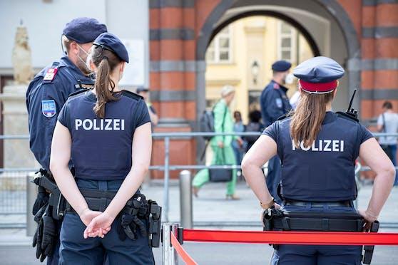 Polizeibeamte in Wien. Ein Lockdown nur für Ungeimpfte sei rechtlich möglich, heißt es.