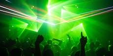 Behörden warnen, weil Party-Gast positiv getestet wurde