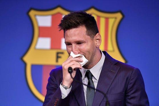 Lionel Messi weint bereits vor seinen Abschiedsworten an die Fans.