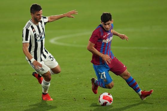 Barcelonas Yusuf Demir (r.) im Test gegen Juventus