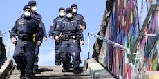Mann ohne Hose verletzt drei Polizisten auf Partymeile