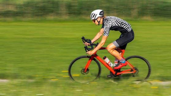 Ein Radsportler ist bei Laterns tödlich verunglückt. Symbolbild