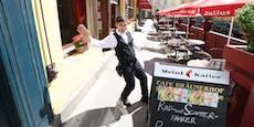 Radlerin kracht in Wiener Café und beschimpft Kellner