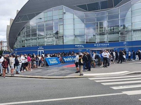 Paris-Fans warten auf die Messi-Ankunft