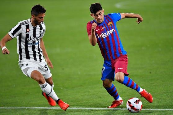 Yusuf Demir im Zweikampf mit Juve-Star Rodrigo Bentancur.