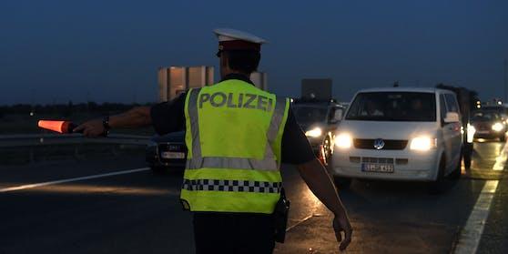 Polizei Kontrolle (Symbolbild)