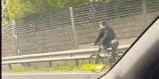 Hier fährt ein Radfahrer auf der Mühlkreis-Autobahn