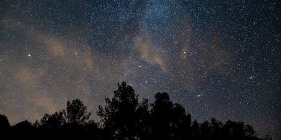 Wo und wann du den Sternschnuppen-Regen der Perseiden heuer besonders gut sehen können.