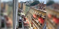 Bauarbeiter stürzen von Dach ab – schwer verletzt