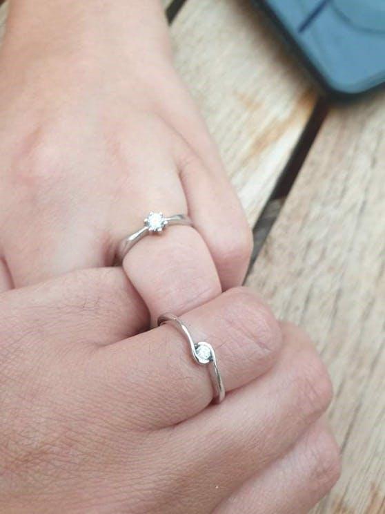 Die Ringe der beiden Frauen.