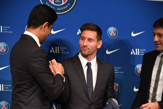 Leo Messi mit Scheich Nasser Al-Khelaifi.