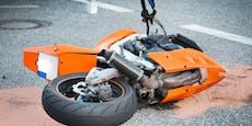 Biker (52) will Pkw überholen, kurz darauf ist er tot