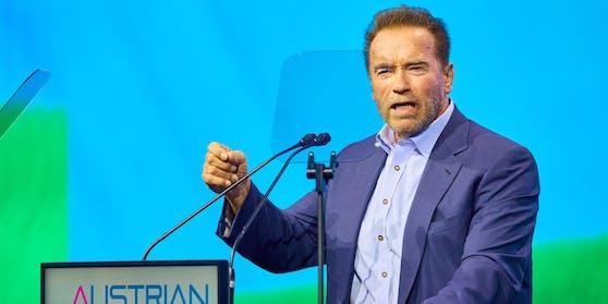 Arnold Schwarzenegger am Austrian World Summit Konferenz in der Spanischen Hofreitschule Wien