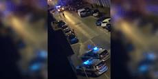 Feierwütige attackieren und verletzen Wiener Polizisten